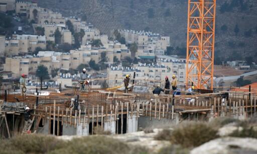 NYE HUS: Til tross for FN-resolusjon og internasjonal fordømmelse, fortsetter Israel å bygge bosettinger på det som er internasjonalt anerkjent som palestinsk land. Her fra Neve Yaakov-bosettingen, øst i Jerusalem. Foto: Ahmad Gharabli / AFP / NTB Scanpix