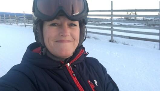 <strong>FØR FALLET:</strong> 44 år gamle Sara i bakken i Sälen, like før hun brakk lårbeinet. Foto: Privat