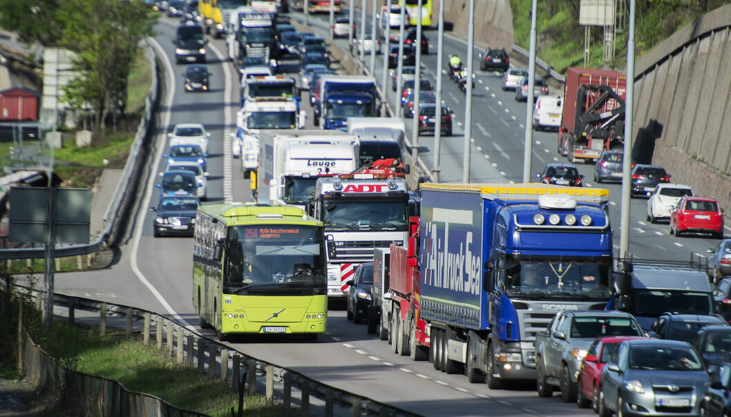 <strong>FLERE KJØRER KOLLEKTIVT:</strong> Fra 2007 til 2014 økte antall kollektivreiser i Oslo og Akershus med mer enn 40 prosent, mens biltrafikken gjennom bomringen gikk ned. Det er resultatet av våre politiske prioriteringer, skriver grupplederne for tre av opposisjonspartiene i Oslo. Foto: Espen Braata / NTB Scanpix