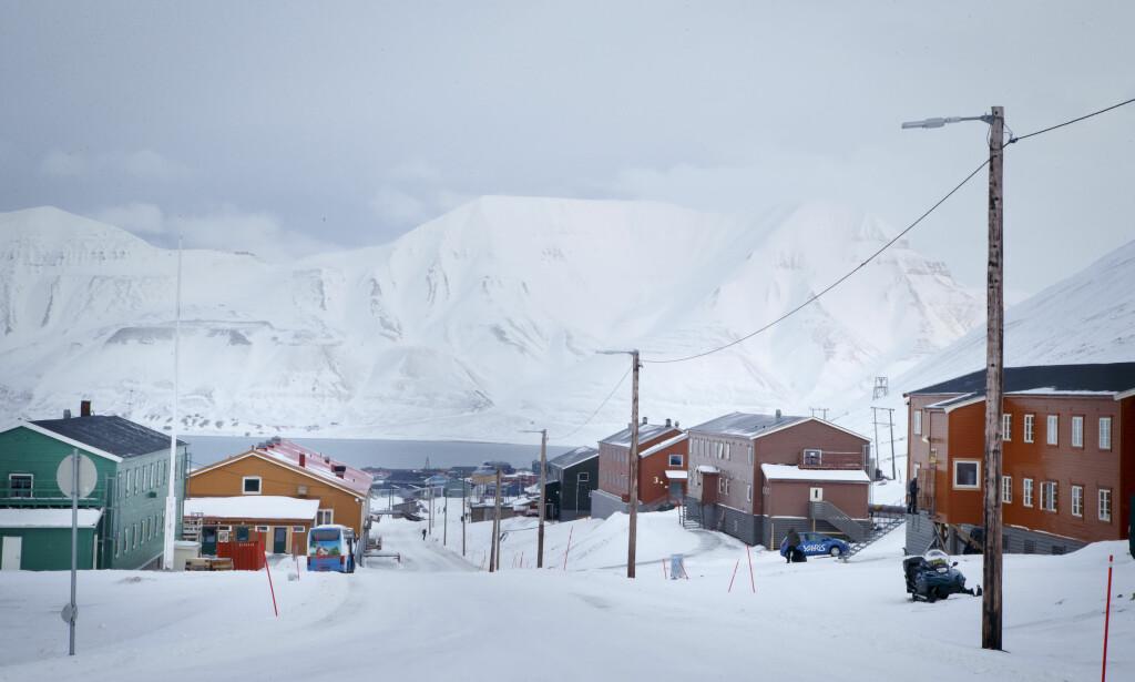 EVAKUERT: Nybyen sør for Longyearbyen evakueres i påvente av storm. Bildet er tatt ved en tidligere aneldning. Foto: Heiko Junge / NTB scanpix