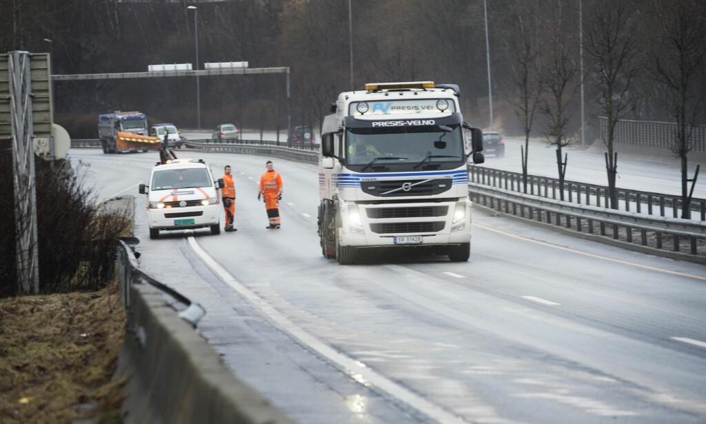 STOR ULYKKE: Ulykken skjedde litt etter klokka seks mandagsmorgenen 22.februar. Først klokka 10 samme dag ble nordgående løp på E39 ved Eidsvåg åpnet for trafikk igjen. Foto: Marit Hommedal / NTB scanpix