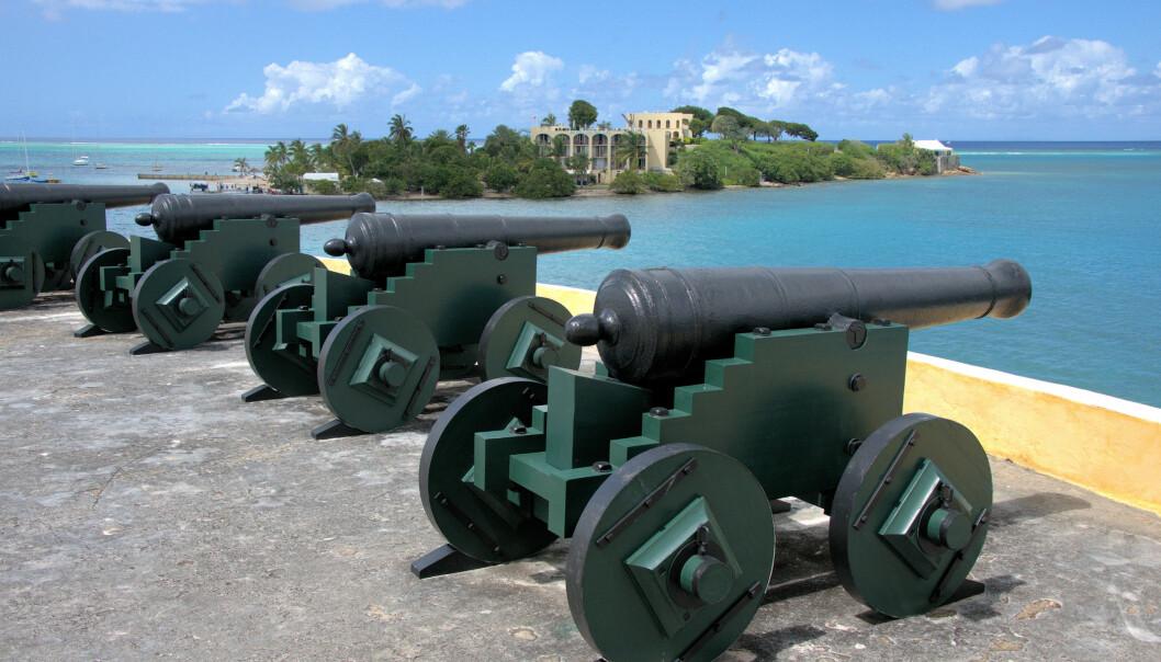<strong>DANSKE MINNER:</strong> Gamle danske kanoner på Fort Christiansværn ved Christiansted på Sankt Croix minner om kolonitiden og den gang de amerikanske Jomfruøyene var under dansk herredømme. Foto: NTB Scanpix