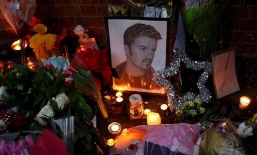 MINNES: Mange minnes den avdødte popstjernen.