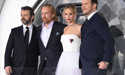 FRA PREMIEREN: Michael Sheen, Morten Tyldum, Jennifer Lawrence og Chris Pratt på Regency Village Theatre i Los Angeles.