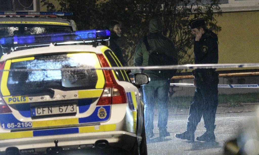 PÅ OPPDRAG: Malmø-polisen på åstedet etter en skytehendelse tidligere i år.  Foto: Johan Nilsson / TT / NTB scanpix