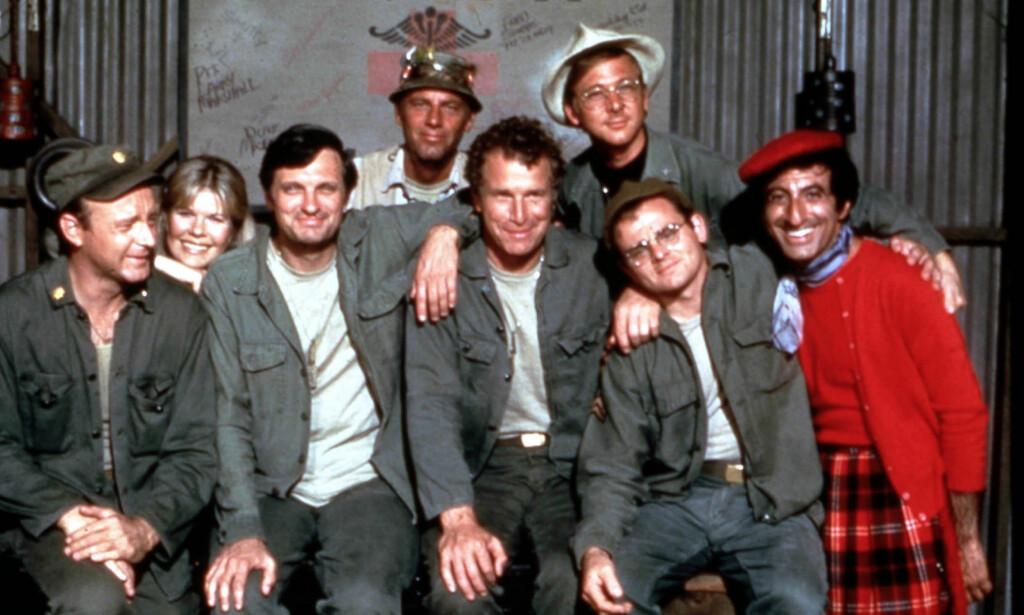«MASH»-GJENGEN: Skuespiller William Christopher (øverst til høyre) var kjent for sin rolle i TV-serien «Mash». Christopher døde lørdag, 84 år gammel. Foto: NTB Scanpix