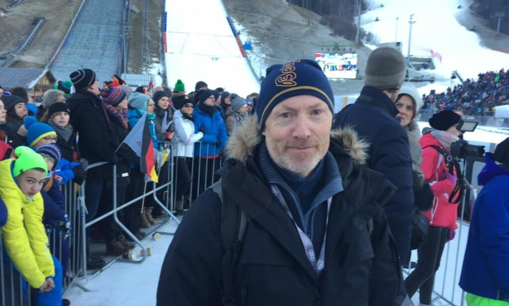 STORT Å VÆRE NORDMANN: Hopplegenden Roger Ruud var rørt på sletta i Garmisch-Partenkirchen etter seieren til Daniel-André Tande. FOTO: TORE ULRIK BRATLAND
