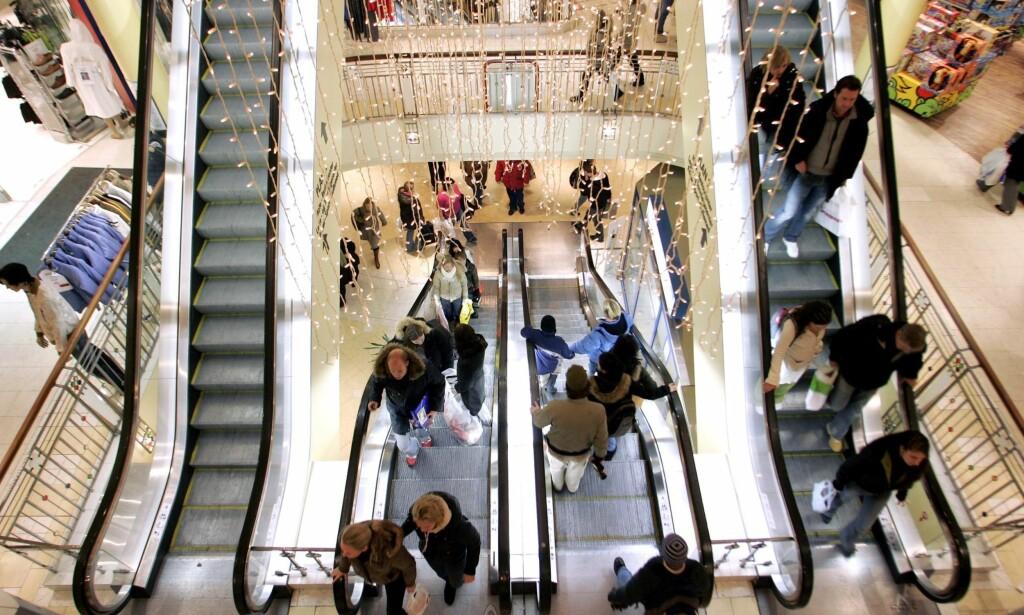 VINNER KAMPEN: Kjøpesentrene er praktiske og trekker kunder til seg, men prisen er at bysentrene strever. Nå skal de få hjelp. Foto: Sara Johannessen / Scanpix