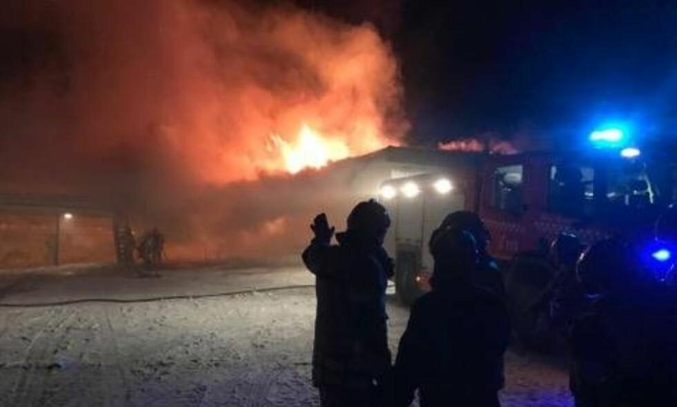 BRANN: Brann på Liland skole i Evenes i Nordland tirsdag morgen. OBS kredit. Foto: Ragnar Bøifot / Fremover / NTB scanpix