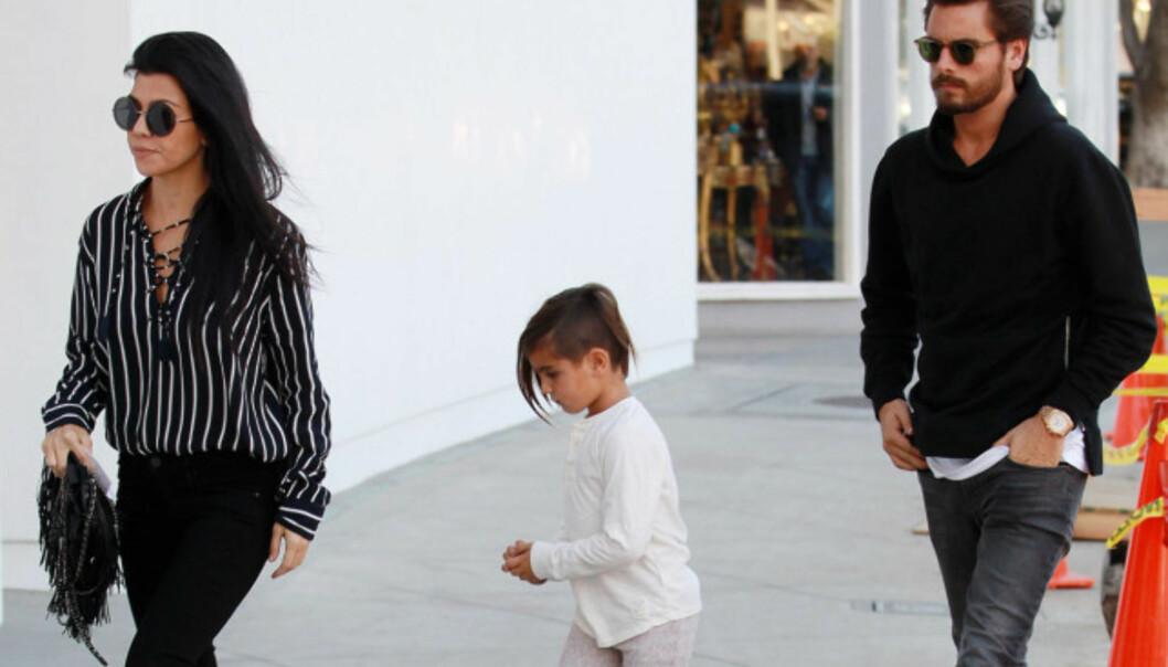 <strong>HOLDT KONTAKTEN ETTER BRUDDET:</strong> Kourtney Kardashian og Scott Disick har blitt avbildet sammen en rekke ganger etter at det ble slutt mellom dem i fjor sommer. Her sammen med sønnen Mason. Foto: NTB scanpix