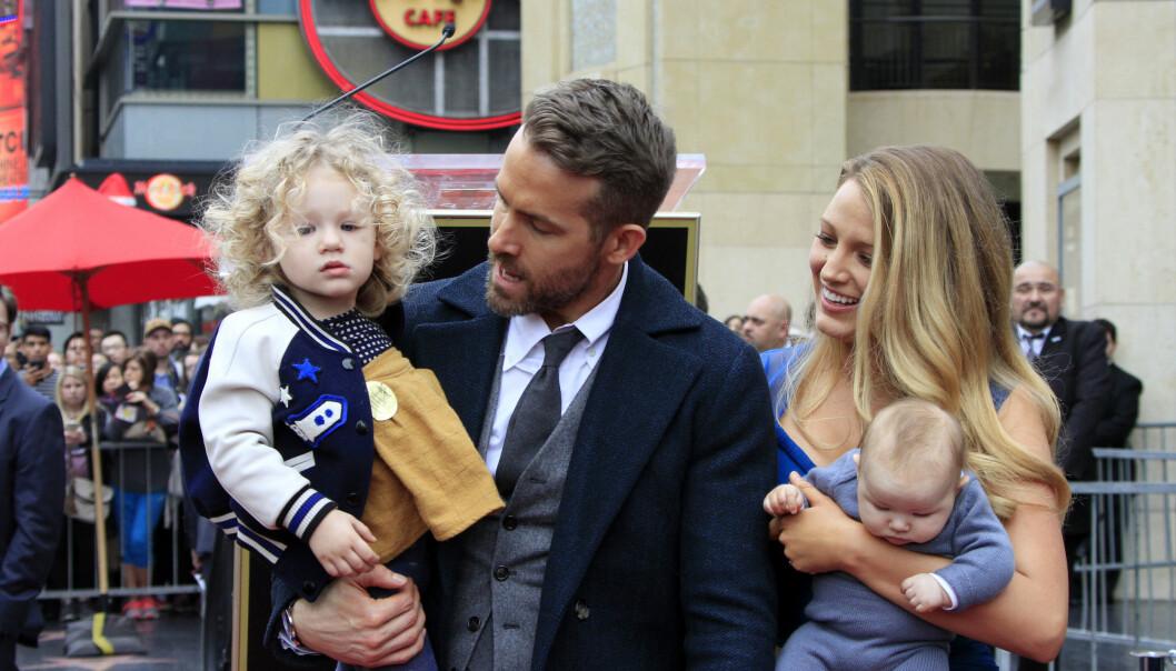 FAMILIELYKKE: Det er ingen tvil om at Ryan Reynolds og Blake Lively er glad i familielivet. Foto: Scanpix