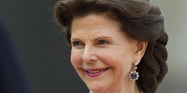 image: Dronning Silvia hevder det spøker på slottet