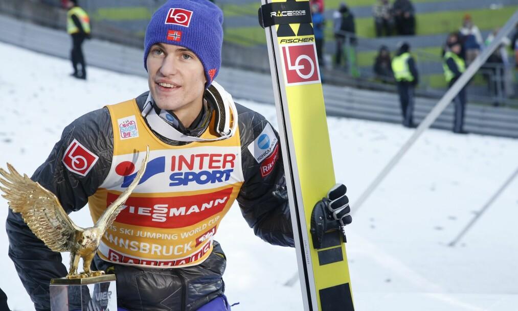 <strong>VANT IGJEN:</strong> Daniel-André Tande etter seieren i det tredje rennet i Hoppuka. Foto: NTB Scanpix