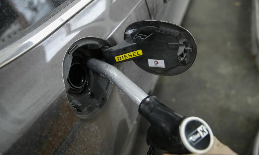 BILLIGST: Mange vet at prisene for drivstoff varierer i løpet av en uke, men få vet at det lønner seg å fylle torsdag morgen. Foto: Terje Pedersen / NTB scanpix