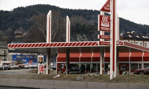 image: Derfor er nær halvparten av bensinstasjonene borte