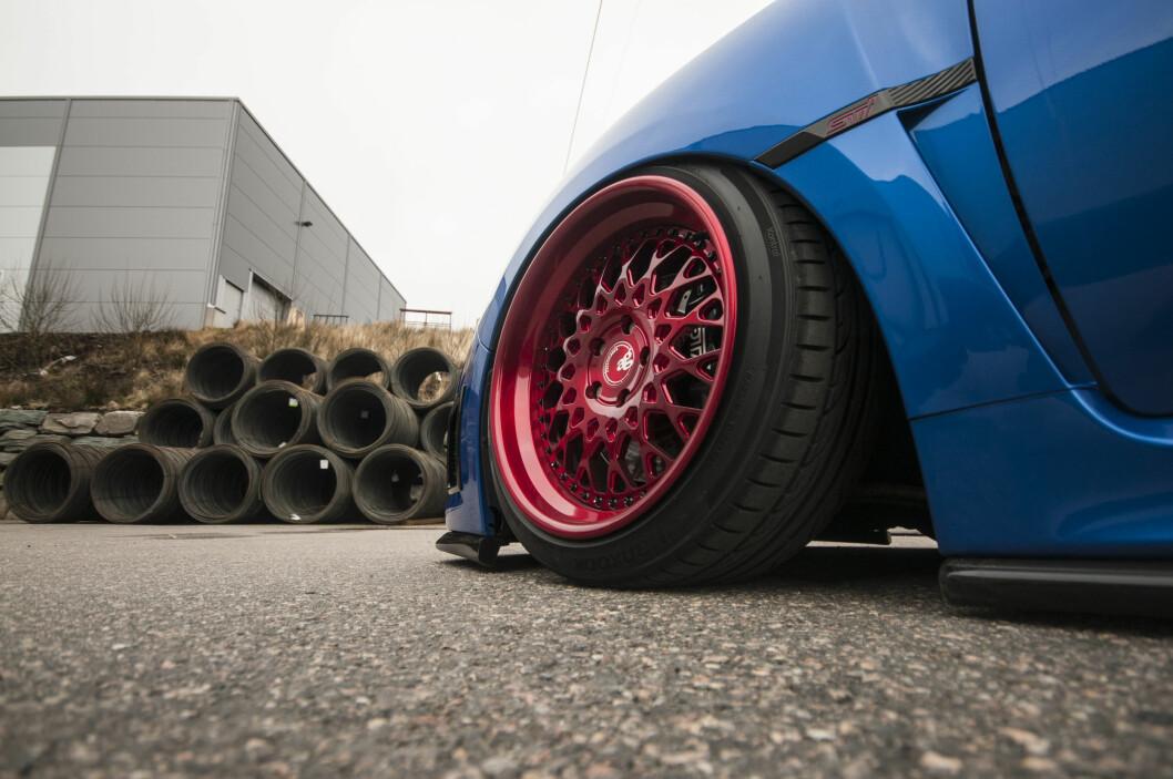 <strong><b>STREKK:</strong></b> Brede felger men smale hjul for å få ønsket stance. Foto: KAJ RATH ALVER