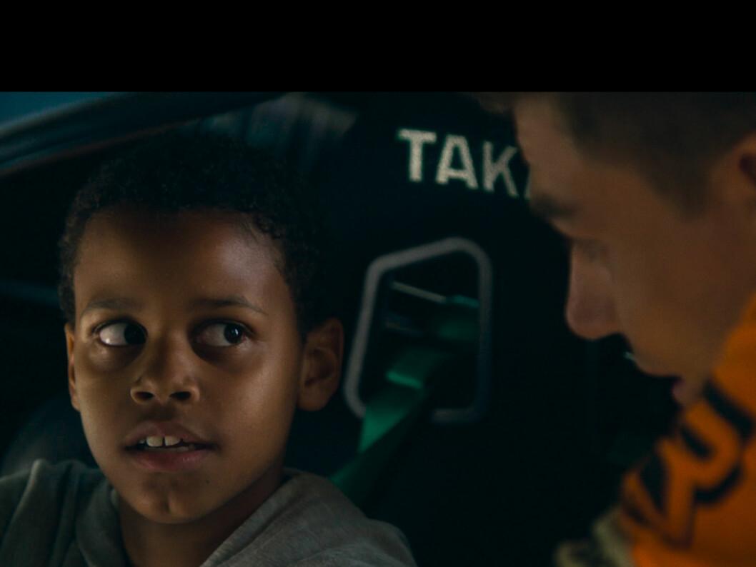 <strong><b>RIDE OF THE LIFE:</strong></b> Filmen handler om ti år gamle Dillon får drømmen sin om en tur med en drifter oppfylt. Foto: PAPADAKIS RACING