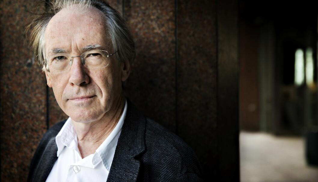 <strong>ORIGINAL:</strong> Den britiske forfatteren Ian McEwan har skrevet en svært original gjendiktning av Shakespeares «Hamlet».  Foto: NINA HANSEN