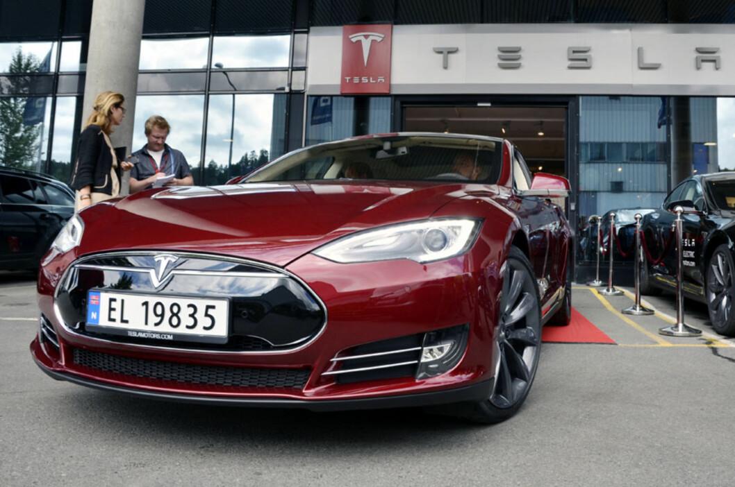 <strong>Bli vant til synet, spesielt hvis du bor sentralt på østlandet:</strong> Tesla Model S vil snart bli et vanlig skue på veiene. Foto: Stein Inge Stølen