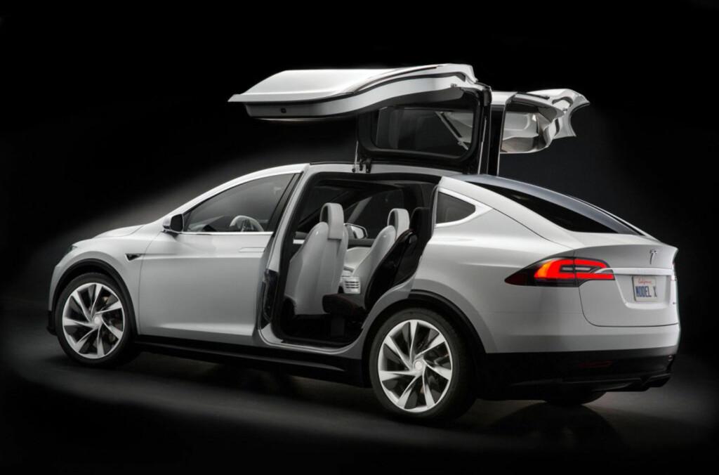 Tesla Model X vil få måkevingedører, akkurat som vist på diverse messer. Foto: Tesla Motors