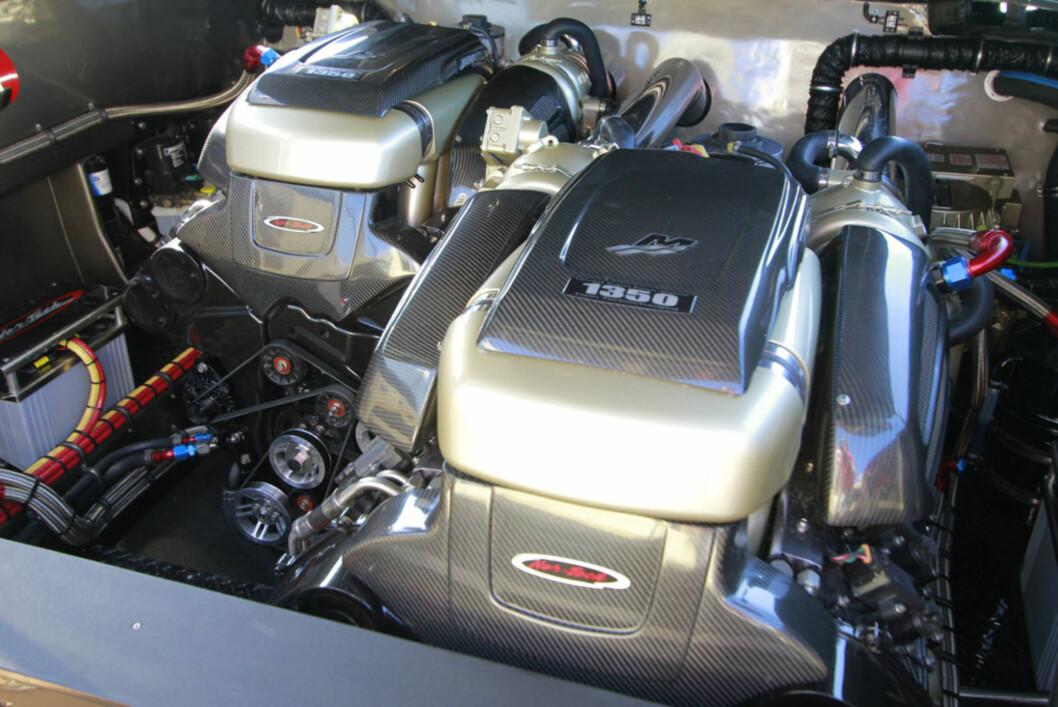 Motorene har til sammen fire turboer og yter totalt 2700 hk. Foto: Espen Stensrud