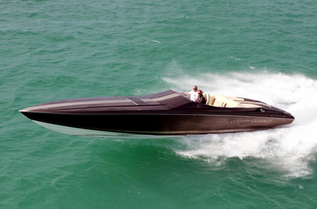 En speedbåt regnes som sprek hvis den har 6-700 hk. Denne har 1350. Ganger to. Foto: Florida Powerboat Club