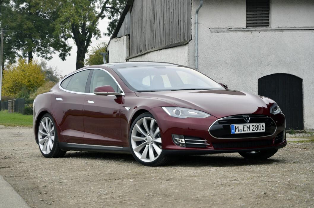Vi fikk 30 minutter med Tesla Model S i München. Det var mer enn nok til å bli overbevist. Foto: Stein Inge Stølen