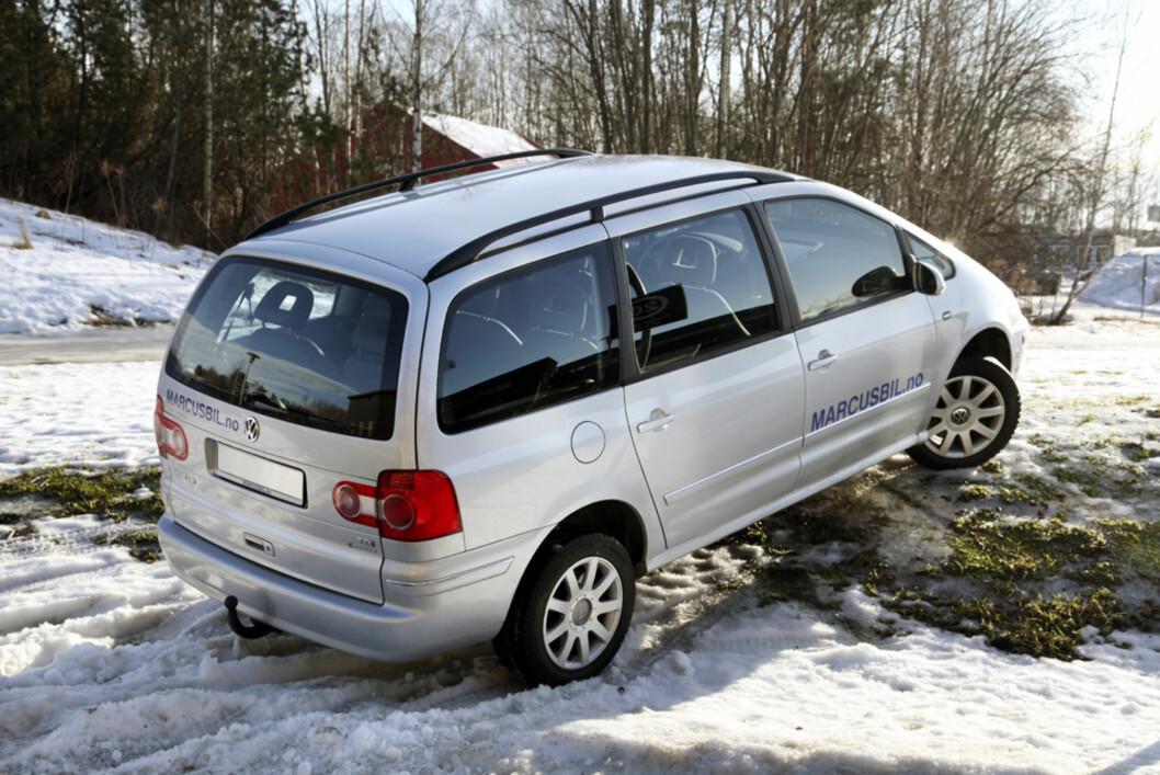 Volkswagen Sharan i en litt mer uvant positur. Foto: Stein Inge Stølen
