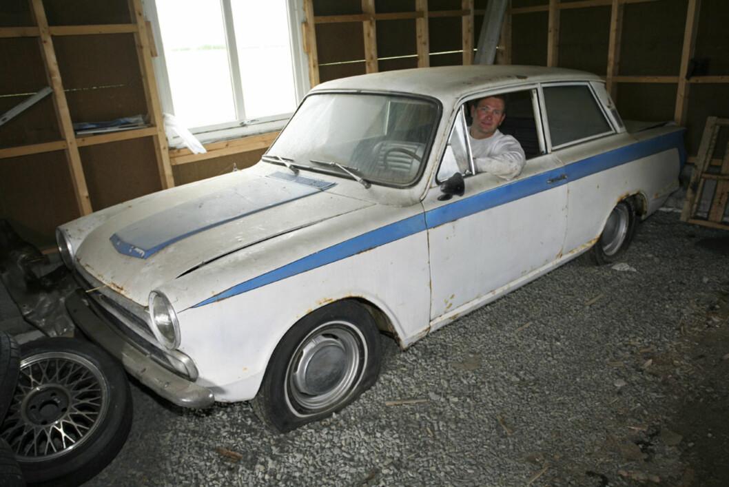 En ekte Lotus-Cortina som Lars Christian fant i Italia. Bare 40 stykker ble bygget med venstreratt, så dette er sjelden vare! Foto: Lord Arnstein Landsem
