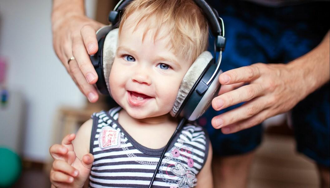 HODETELEFONER FOR BARN: Hørselshemmedes Landsforbund vil gi foreldre mer kunnskap om farene ved for høy lyd. Foto: NTB Scanpix