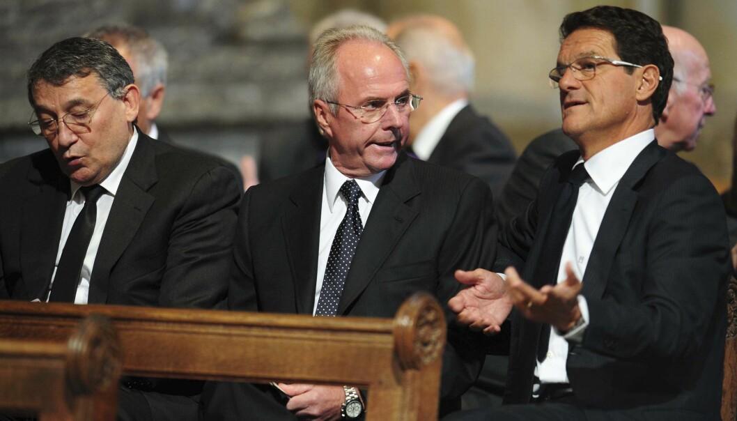 <strong>GIKK BORT:</strong> Graham Taylor, til venstre, her sammen med trenerkollegene Sven Gøran Eriksson og Fabio Capello under en minnestund for Bobby Robson i 2009. Foto: NTB Scanpix/REUTERS/Owen Humphreys
