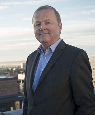 <strong>DAB-HJELP:</strong> Øistein Eriksen i Onecall gir kundene gratis radiostrømming fra mobilen i en DAB-overgangsfase. Men ikke nødvendigvis bare for å være snill. Foto: Onecall