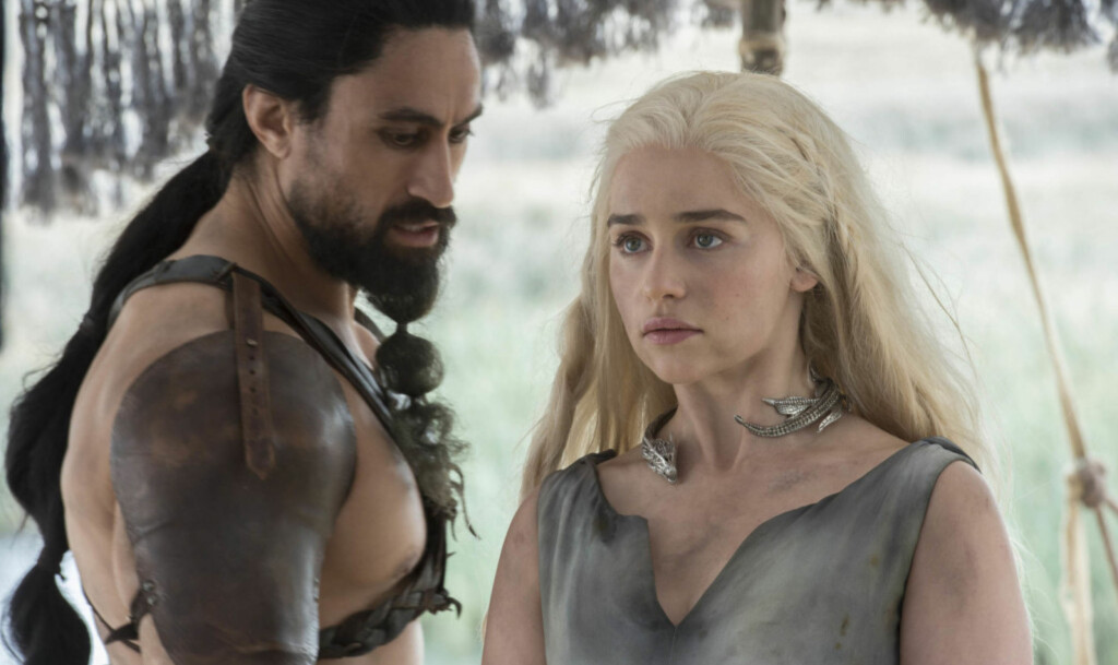 POPULÆR: Gjenstander fra vikingtiden har blitt mer populære etter TV-serien Game of Thrones. Her er Khal Moro, spilt av Joseph Naufahu, og Daenerys Targaryen, spilt av Emilia Clarke.