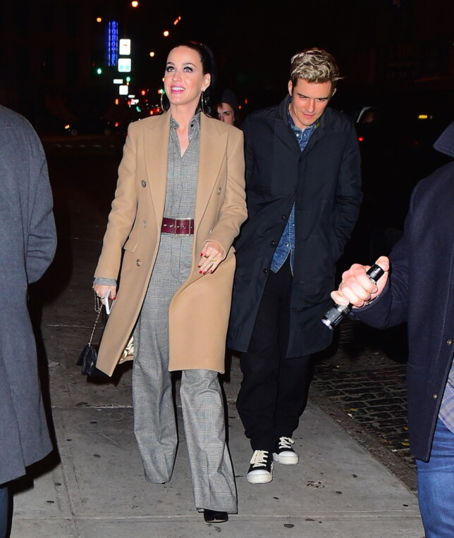 TURTELDUER: Katy Perry og Orlando Bloom på byen i SOHO etter et restaurantbesøk. Foto: Splash News
