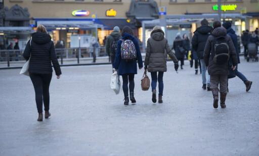 GLATT: Underkjølt regn har ført til glatte fortau og veier i Oslo og på Østlandet. Foto: Terje Bendiksby / NTB scanpix
