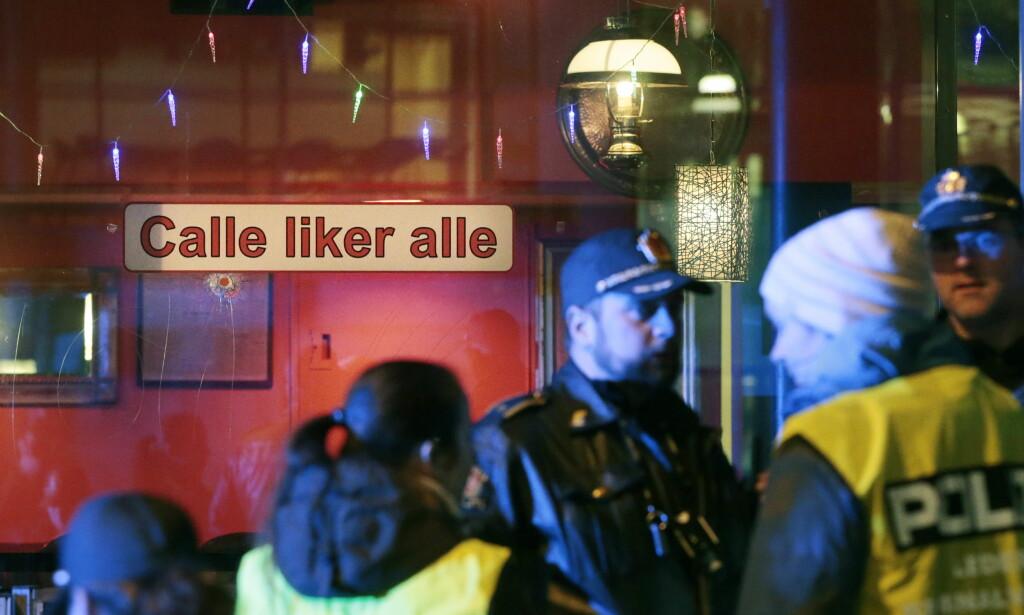 MANGE PERSONER TIL STEDE: Politiet sier det er flaks at ingen ble skadd under skyteepisoden. Foto: Lise Åserud / NTB scanpix