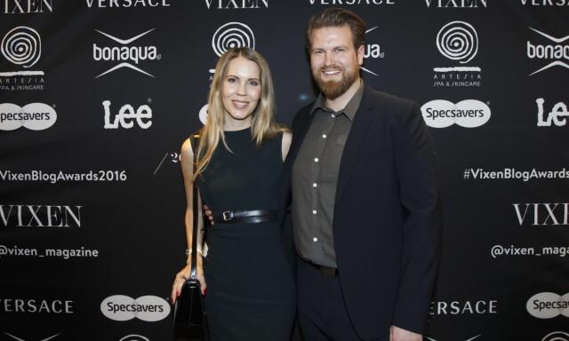 c3681e7a RØD LØPER: Bloggerne Anders Husa og Hedda Kaupang ankommer Vixen Blog  Awards 2016 på Grand