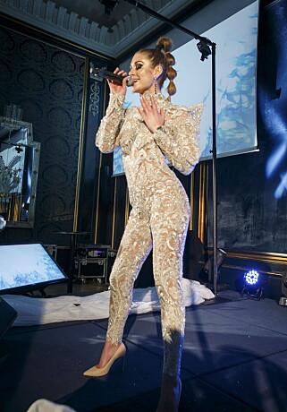 NY STIL: Tone Damli gjør comeback med en opptreden under Vixen Blog Awards 2016 på Grand Hotel i Oslo torsdag kveld. Foto: Heiko Junge / NTB scanpix