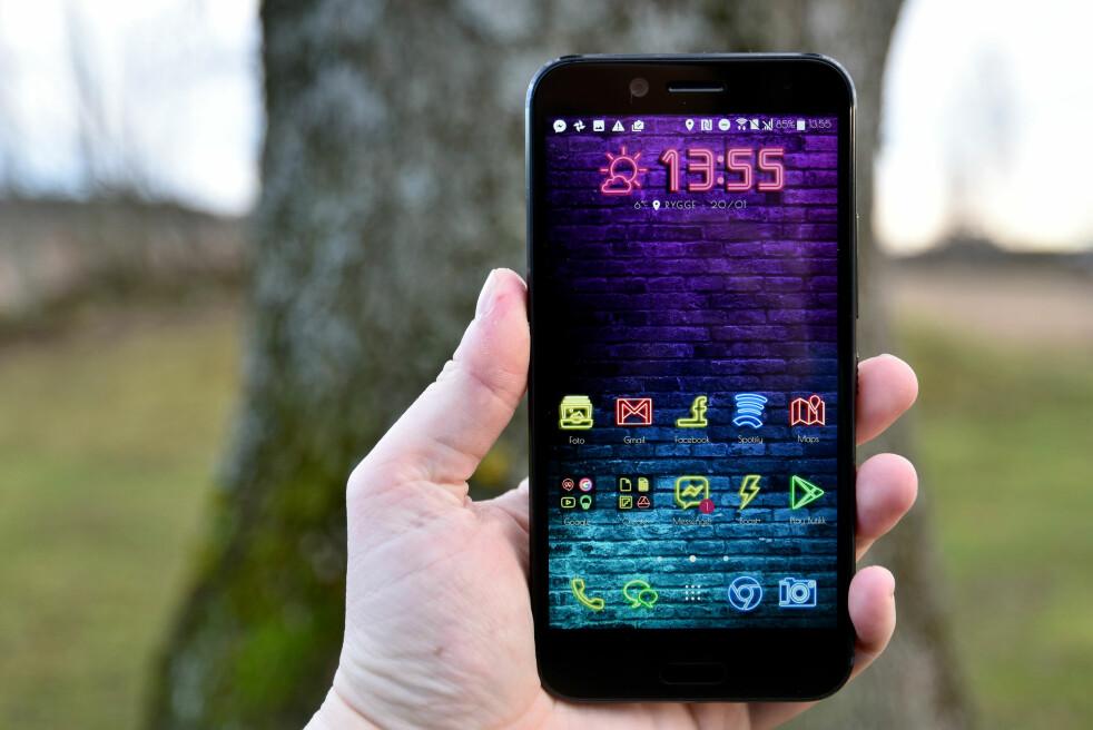 <strong>MANGE MULIGHETER:</strong> HTC har et rikt utvalg av temaer, som endrer både ikoner, bakgrunnsbilder, lyder og skrifttyper. Foto: Pål Joakim Pollen