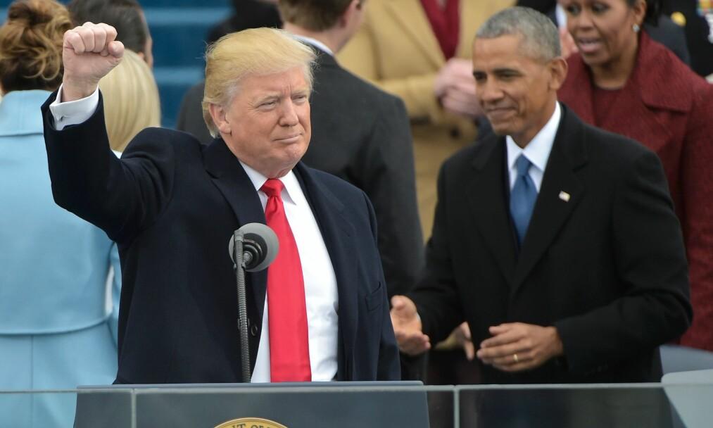 HAR KOFFERTEN: 20. januar, dagen Donald Trump ble innsatt som president, møtte Obama Trump med en skinnbundet aluminiumskoffert med informasjonen og utstyret den amerikanske presidenten trenger for å starte atomkrig, skriver Dr. Ira Helfand. Foto: AFP PHOTO / Mandel NGAN /NTB Scanpix