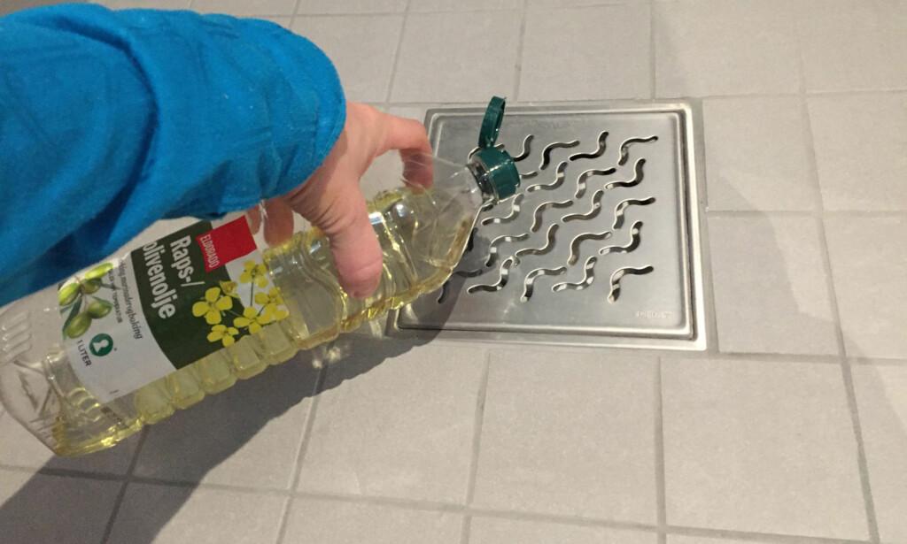 HELL MATOLJE I SLUKET: Dette er bare ett av tipsene du kan ta i bruk for å fjerne stanken fra sluket. Foto: Linn M. Rognø