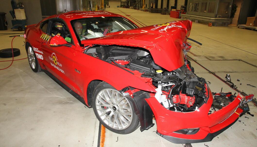 <strong>KRASJ-FLOPP:</strong> Ford Mustang fikk nedslående to av fem stjerner i krasjtest. Men Ford påpeker at modellen ble utviklet før dagens testkriterier trådte i kraft og at det kommer en oppgradert modell i løpet av 2017. Foto: Euro NCAP