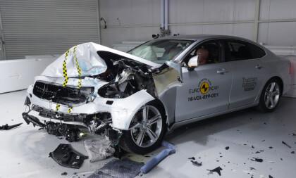 <strong>IKKE PENT, MEN:</strong> Volvoens sikkerhetsstruktur og utstyr sørger for optimal beskyttelse av fører og passasjerer. Foto: Euro NCAP