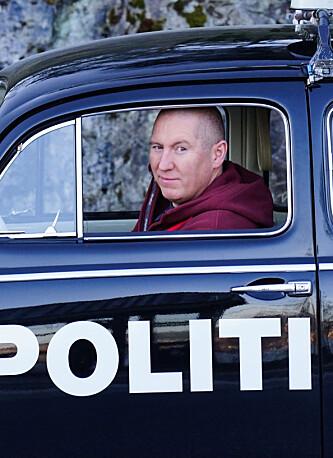 <strong>KVALIFISERT:</strong> Som tidligere ambulansesjåfør er Kristian Gelin godt egnet til å rykke ut i Bergens treigeste politibil. Foto: Paal Kvamme