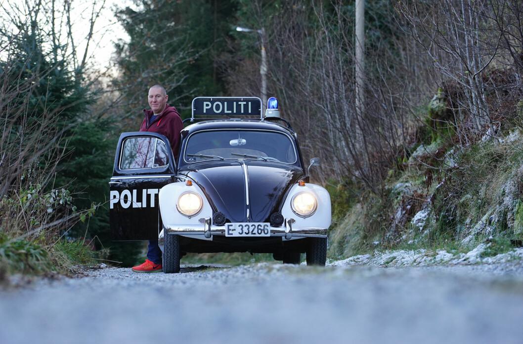 <strong>POLITIMANIA:</strong> Kristian Gelin eier én av de fire forskjellige - men stilige - politibilene Autofil har møtt. Foto: Paal Kvamme