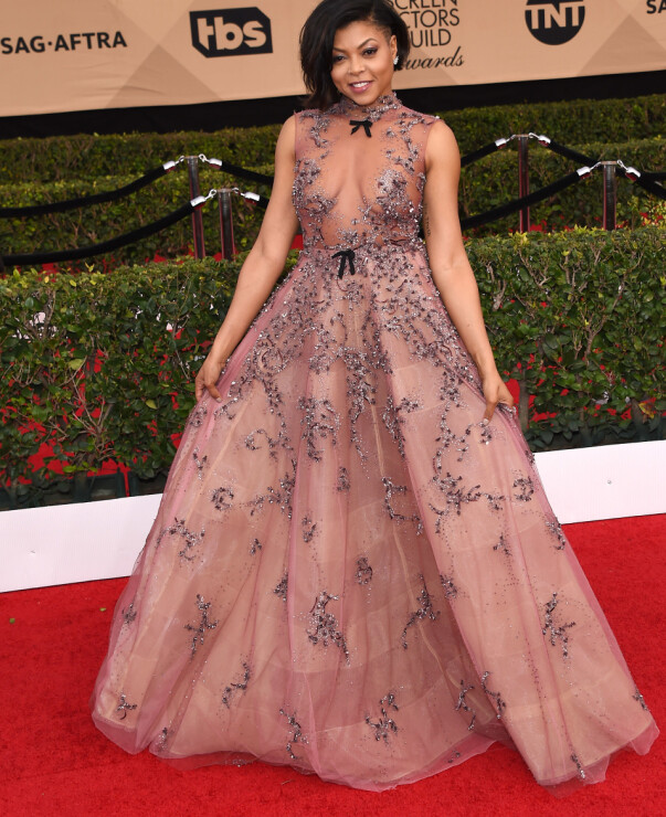 <strong>VÅGAL:</strong> Skuespiller Taraji P. Henson viste hud i denne lekre prinsessekjolen fra Reem Acra. Foto: NTB scanpix&nbsp;