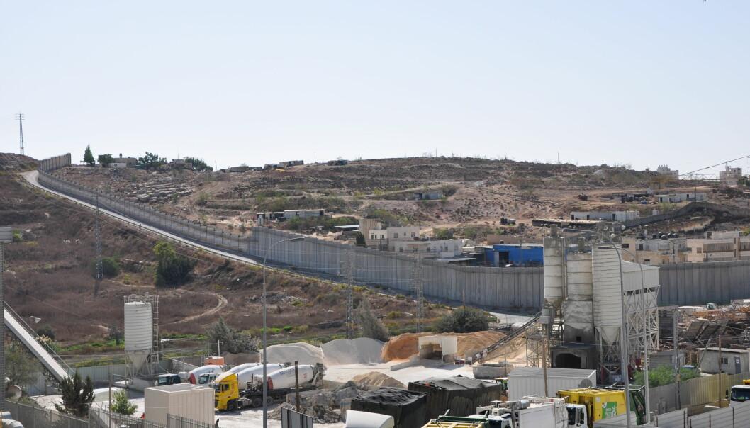 <strong>OKKUPERT:</strong> Sementfabrikk i industriområdet Atarot, bygd på okkupert territorium mellom Jerusalem og Ramallah. Foto: Danwatch.&nbsp;