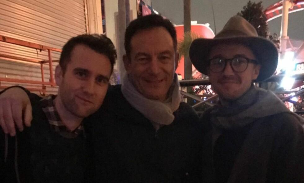 GJENFORENT: Her blir Jason Isaacs gjenforent med sine tidligere skuespiller-kollegaer Tom Felton og Matthew Lewis. Foto: Skjermdump/Instagram