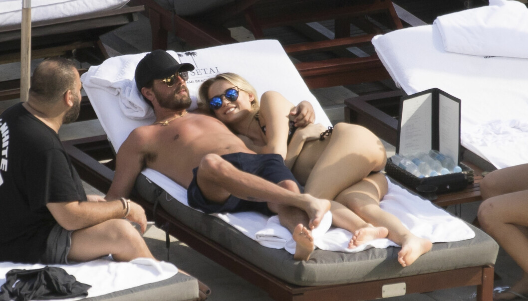 NY DAME HVER DAG: Etter å ha blitt dumpet av Kourtney har Scott prøvd å se gledene i singellivet, og koser seg stadig med nye damer. Her har han armen rundt en ung modell i Miami.