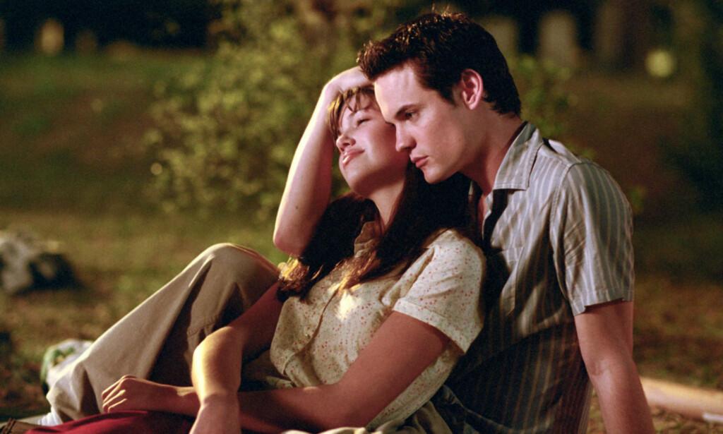 - FALT FOR HAM: Skuespiller Mandy Moore innrømmer etter 15 år at hun fikk romantiske følelser for kollegaen Shane West under innspillingen av «A Walk To Remember». Duoen innledet imidlertid aldri et romantisk forhold på privaten. Foto: NTB Scanpix